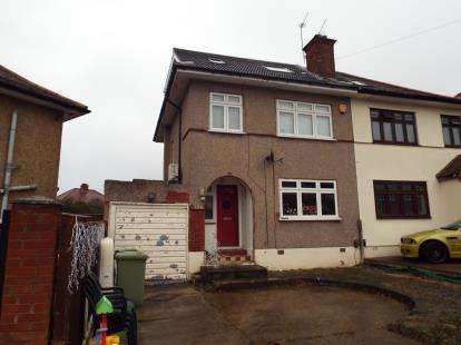 4 Bedrooms Semi Detached House for sale in Collier Row, Romford, Essex