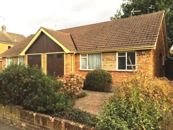 2 Bedrooms Semi Detached Bungalow for sale in Hornbeam Road, Theydon Bois, Epping, Essex, CM16