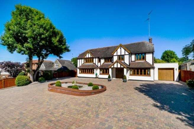 5 Bedrooms Detached House for sale in Middle Street, Nazeing, Essex, EN9