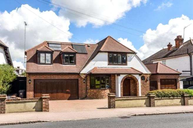 4 Bedrooms Detached House for sale in Coppice Row, Theydon Bois, Epping, Essex, CM16
