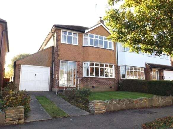 3 Bedrooms Semi Detached House for sale in Dukes Avenue, Theydon Bois, Epping, Essex, CM16