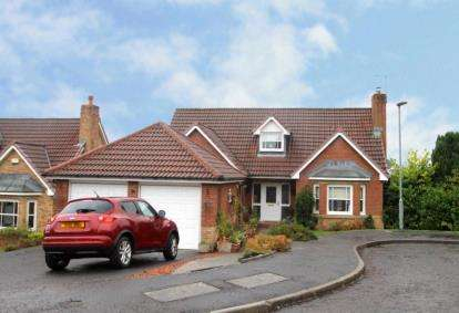 4 Bedrooms Detached House for sale in Apple Way, East Kilbride
