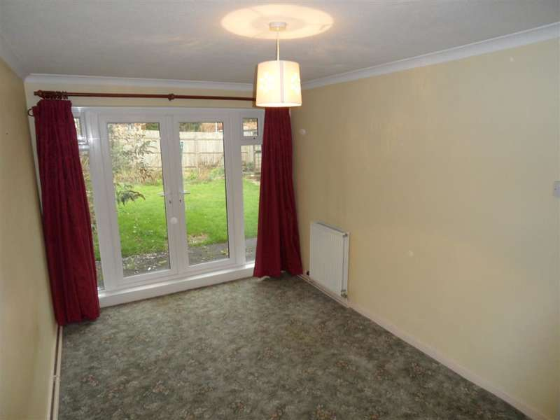 2 Bedrooms Semi Detached Bungalow for sale in Meadow Road, Sturry, Canterbury, Kent