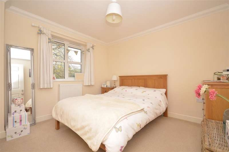 2 Bedrooms Apartment Flat for sale in Brookside Road, Freshwater, Isle of Wight