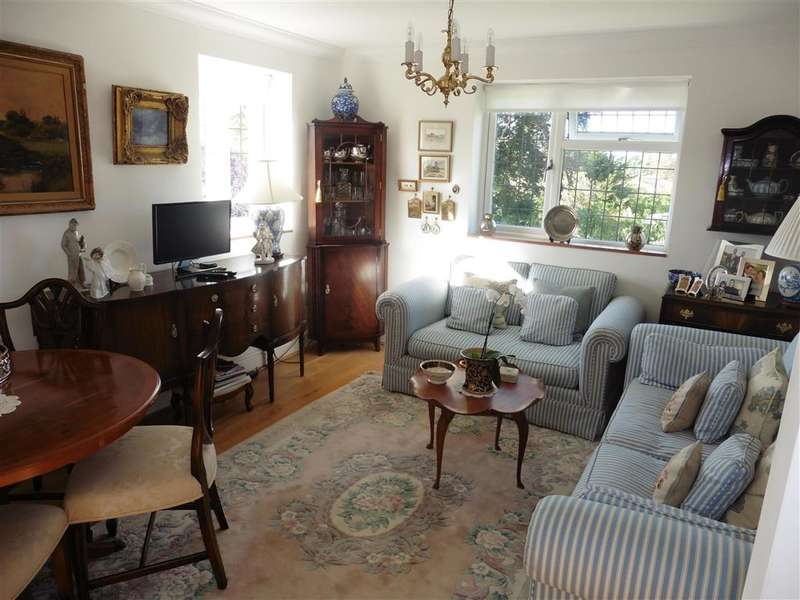 2 Bedrooms Apartment Flat for sale in Bowes Hill, Rowland's Castle, Hampshire