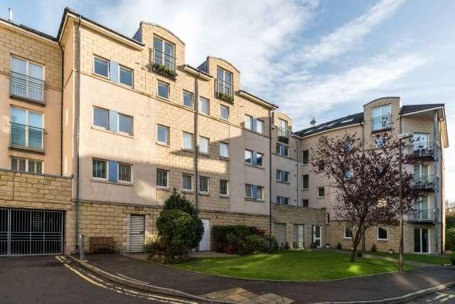 2 Bedrooms Flat for sale in Crewe Road North, Crewe, Edinburgh, EH5 2NE