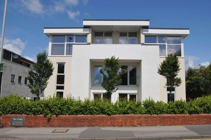 2 Bedrooms Flat for sale in Commercial Road, Ashley Cross, Poole
