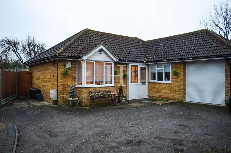 3 Bedrooms Detached Bungalow for sale in Hillborough Road, Westcliff-On-Sea, Essex, SS0