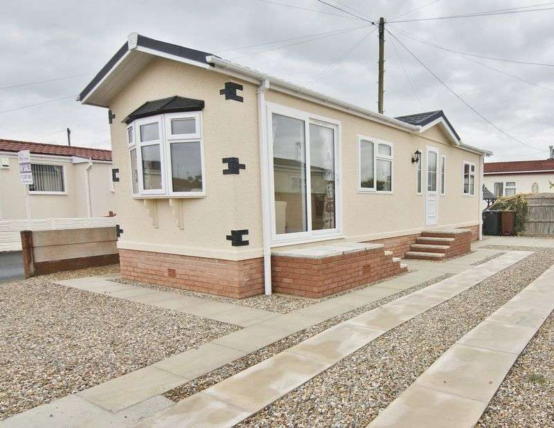 2 Bedrooms Property for sale in Poplar Drive, Lamaleach Park, Freckleton PR4 1EG
