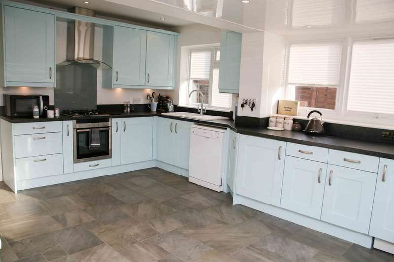 2 Bedrooms Bungalow for sale in COLLIER CLOSE, MAIDENHEAD, Berkshire, SL6