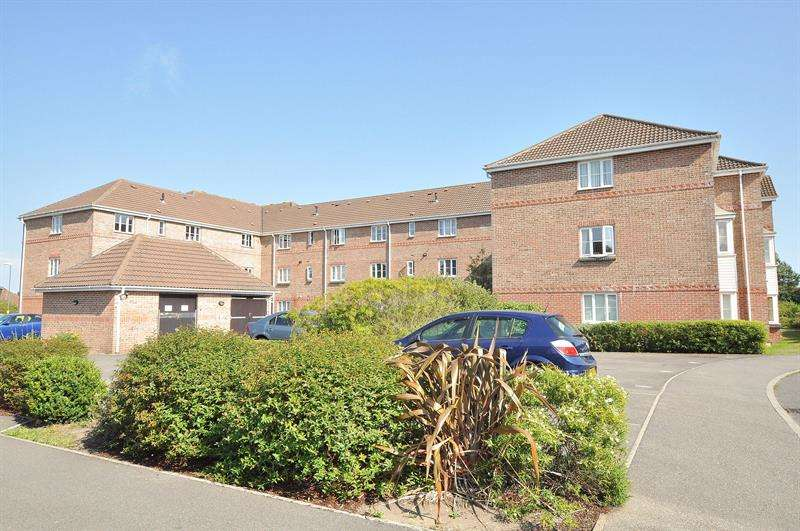 1 Bedroom Apartment Flat for sale in Goldenleas Drive, Knighton Heath, Bournemouth