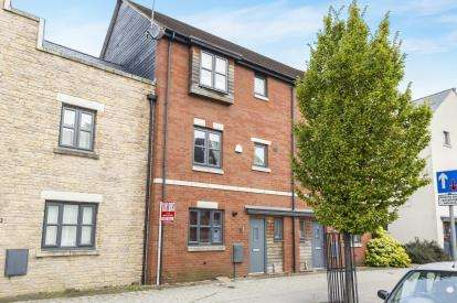 4 Bedrooms House for sale in Typhoon Way, Brockworth, Gloucester, Gloucestershire