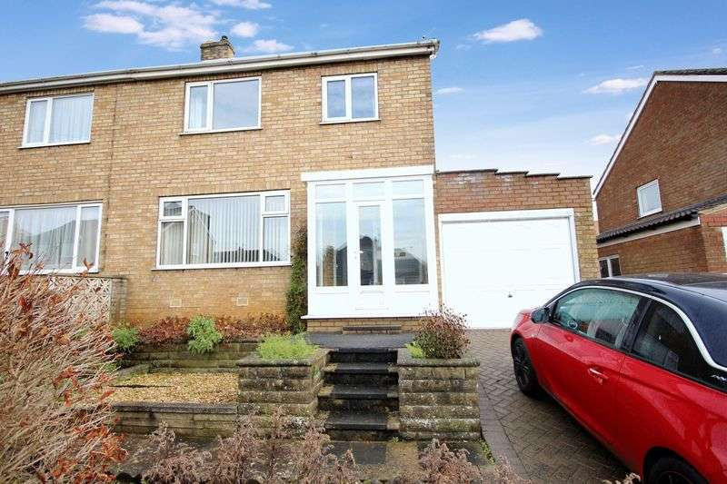 4 Bedrooms Semi Detached House for sale in Meadow Drive, East Ayton
