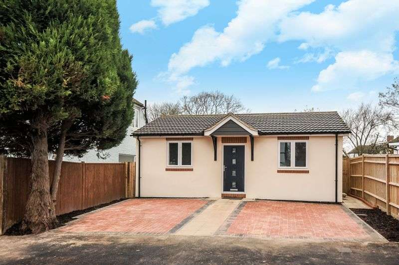 2 Bedrooms Detached Bungalow for sale in Tavistock Avenue, Didcot
