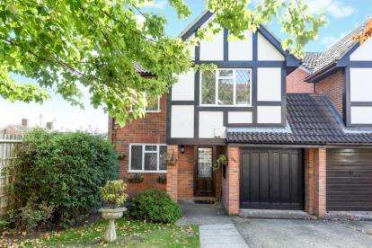 4 Bedrooms Link Detached House for sale in Wood Lodge Lane, West Wickham