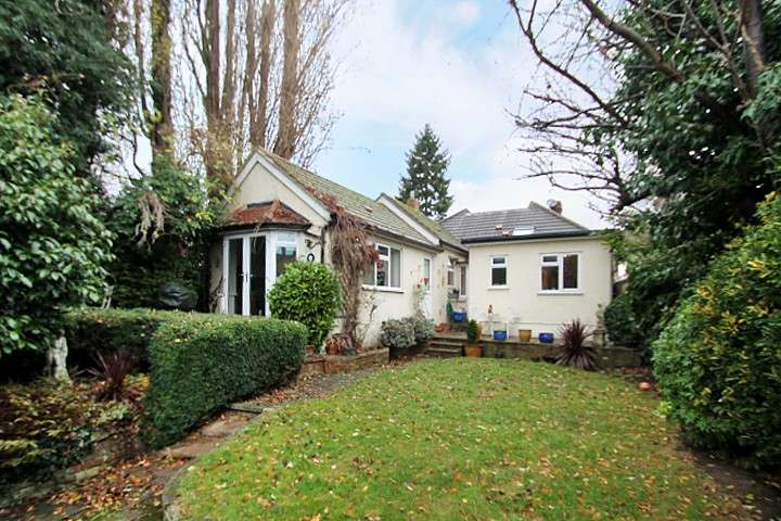 4 Bedrooms Detached Bungalow for sale in Riverfield Road, Staines-Upon-Thames, TW18