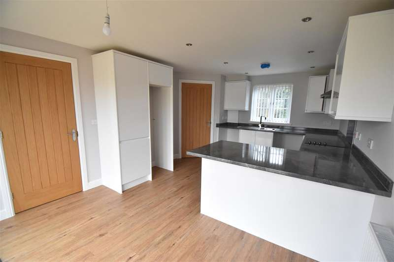 2 Bedrooms Property for sale in Droitwich Road, Hanbury, Bromsgrove