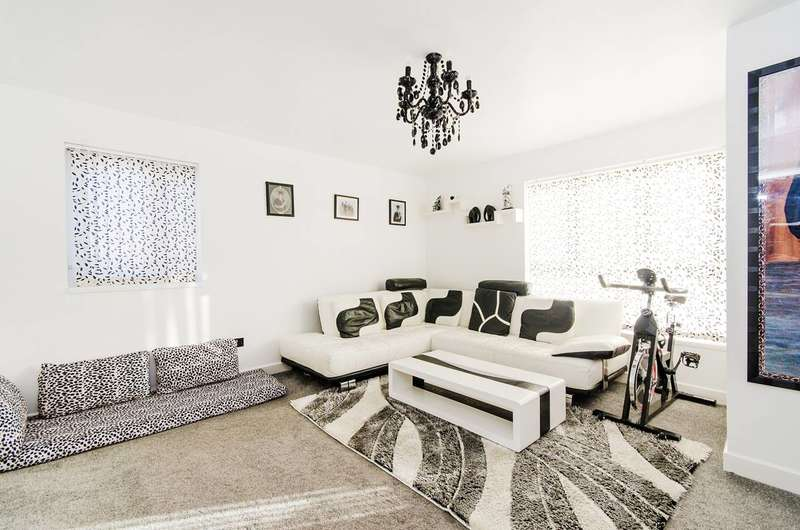 2 Bedrooms Flat for sale in Deacons Close, Pinner, HA5