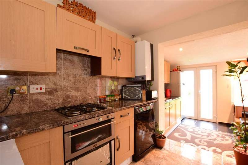 4 Bedrooms Semi Detached House for sale in St. Andrews Walk, Allhallows, Rochester, Kent
