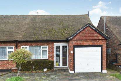 2 Bedrooms Bungalow for sale in Croft Avenue, West Wickham