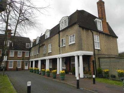 4 Bedrooms Maisonette Flat for sale in Aeroville, London