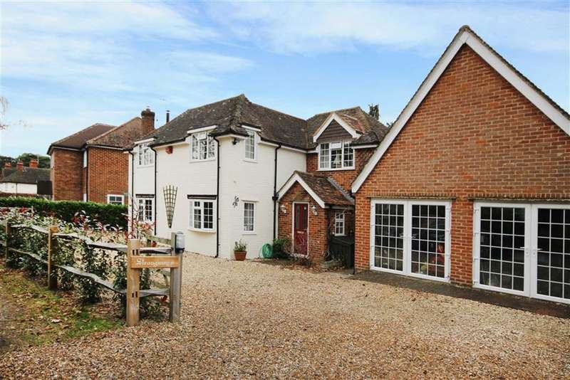3 Bedrooms Detached House for sale in Sandy Lane, Rushmoor, Farnham