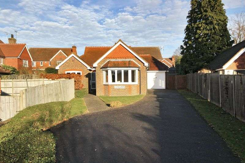 3 Bedrooms Detached Bungalow for sale in Borers Arms Road, Copthorne, West Sussex