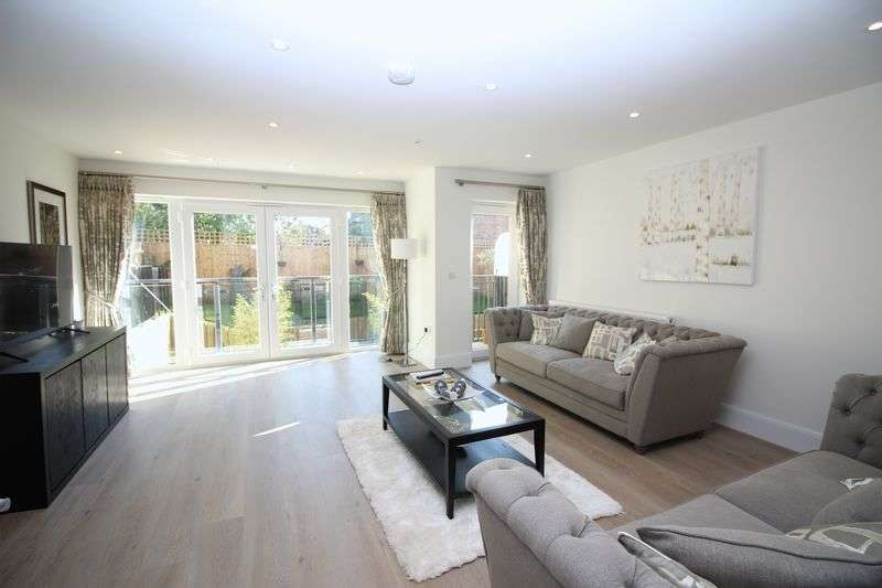 3 Bedrooms House for sale in Narev Drive, St. Wilfrids Road, Barnet, EN4
