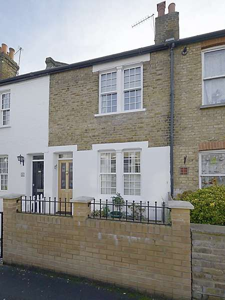 2 Bedrooms Terraced House for sale in York Road, Teddington, Middlesex, TW11