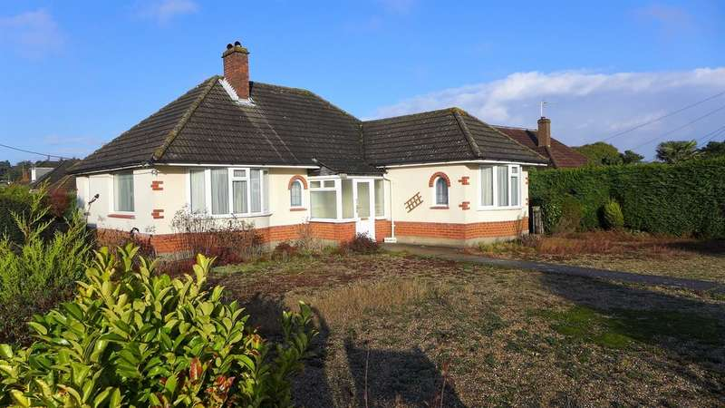 2 Bedrooms Detached Bungalow for sale in FERNDOWN