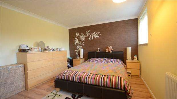 2 Bedrooms Terraced House for sale in Circuit Lane, Reading, Berkshire