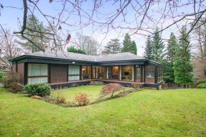 5 Bedrooms Detached House for sale in Chelford Road, Prestbury, Macclesfield, Cheshire