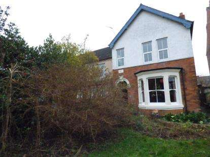 3 Bedrooms Detached House for sale in Warren Avenue, Stapleford, Nottingham