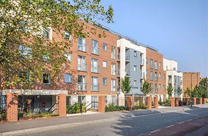 1 Bedroom Flat for sale in Elles House, Sutton, SM6 0BL: NO CHAIN one bed third floor Assisted Living retirement apartment