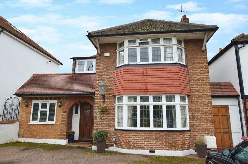 4 Bedrooms Detached House for sale in St Thomas Drive, Pinner