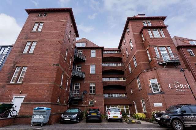 3 Bedrooms Flat for sale in Scrimgeour Place, Dundee, Angus, DD3 6TU