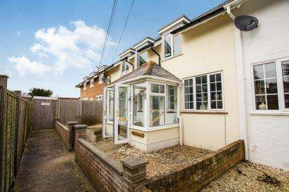 3 Bedrooms Terraced House for sale in Barton On Sea, New Milton, Hampshire