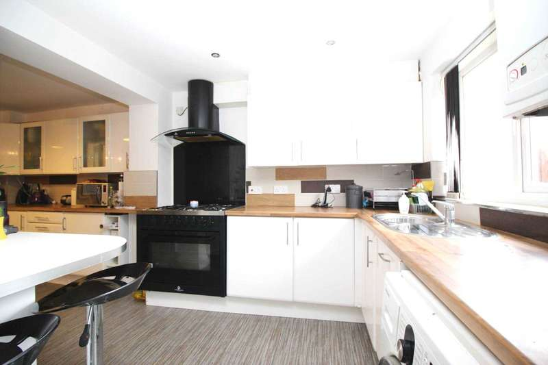 5 Bedrooms Town House for sale in Sandhills Avenue, Leicester