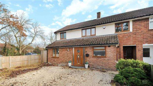 4 Bedrooms End Of Terrace House for sale in Fernhill Close, Priestwood, Bracknell