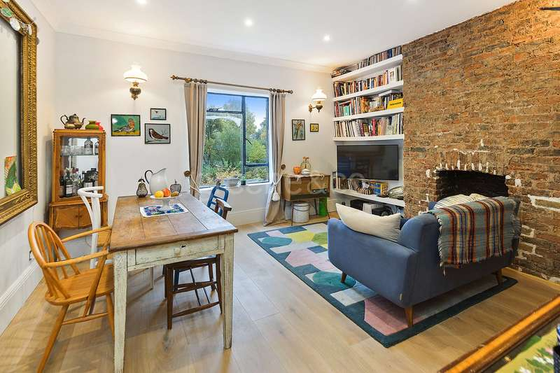 2 Bedrooms Flat for sale in Lady Somerset Road, Kentish Town, London, NW5