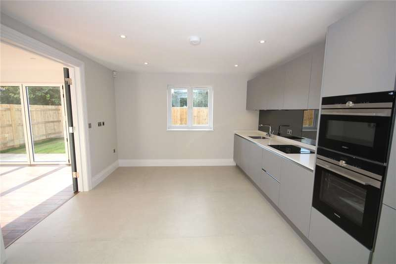 3 Bedrooms Semi Detached Bungalow for sale in Oundle Avenue, Bushey, Hertfordshire, WD23