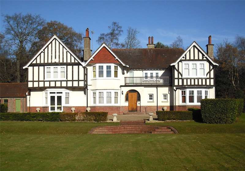 5 Bedrooms Detached House for sale in Back Lane, Cross in Hand, Heathfield, East Sussex, TN21