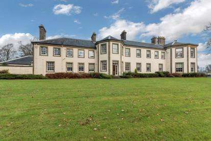 2 Bedrooms Flat for sale in Gryffe Castle, Kilmacolm Road