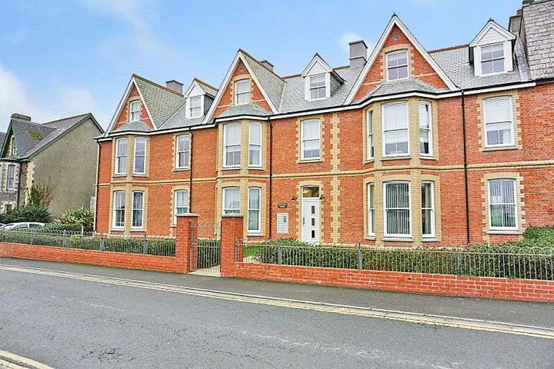 2 Bedrooms Flat for sale in Summerleaze Crescent, Bude