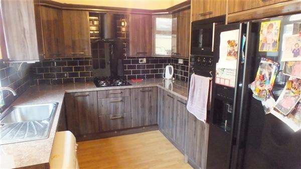4 Bedrooms Terraced House for sale in Bond Street, Burnley