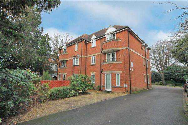 2 Bedrooms Flat for sale in Wellington Road, Charminster, Bournemouth