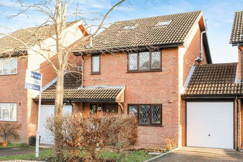 4 Bedrooms Detached House for sale in Merrow Park