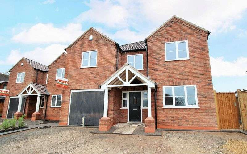 4 Bedrooms Detached House for sale in Guys Lane, Dudley