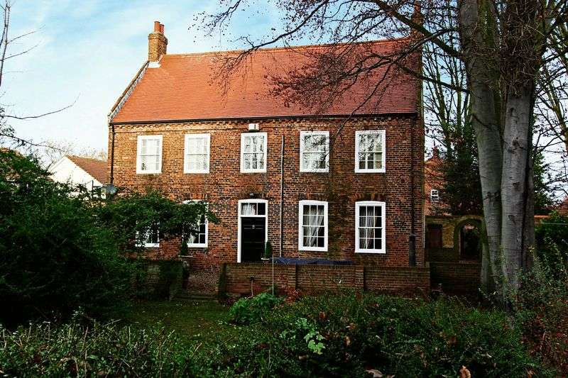 5 Bedrooms Detached House for sale in St Peters View, Bilton