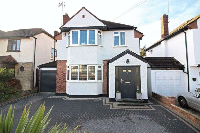 4 Bedrooms Detached House for sale in Fontayne Avenue, Chigwell